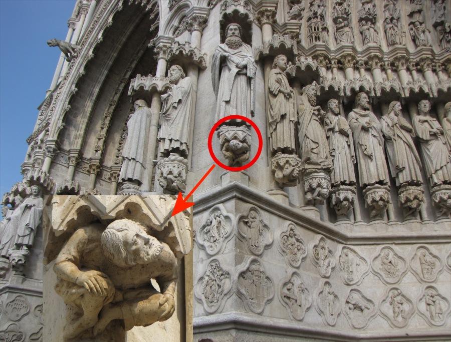 Cathédrale dAmiens,statue de Viollet le duc à la façade ouest