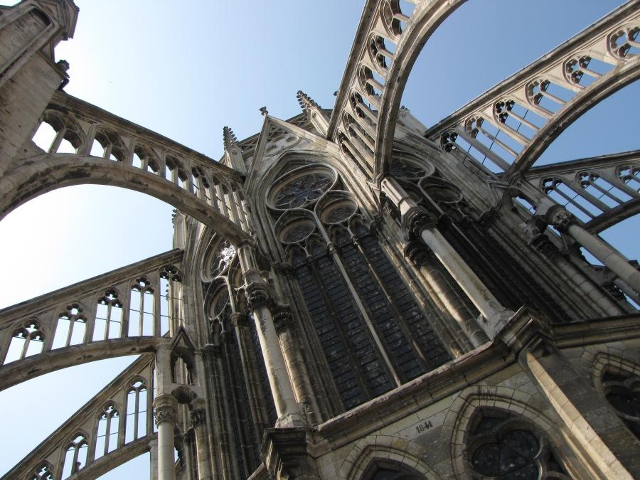 Cathédrale dAmiens, arc-boutant vu du toit des chapelles du chevet