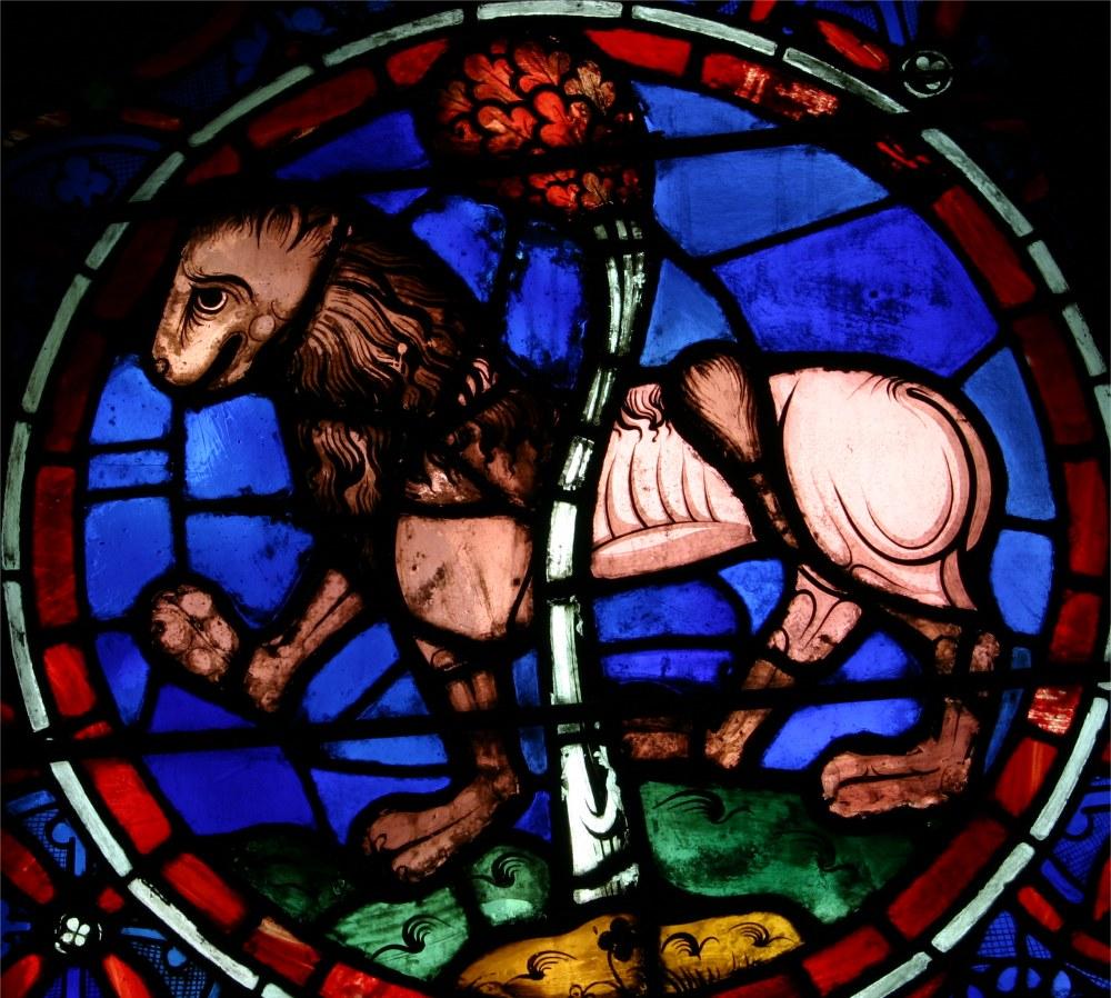 Cathédrale Notre Dame de Paris, signe du zodiaque du Lion, vitrail de la rosace ouest